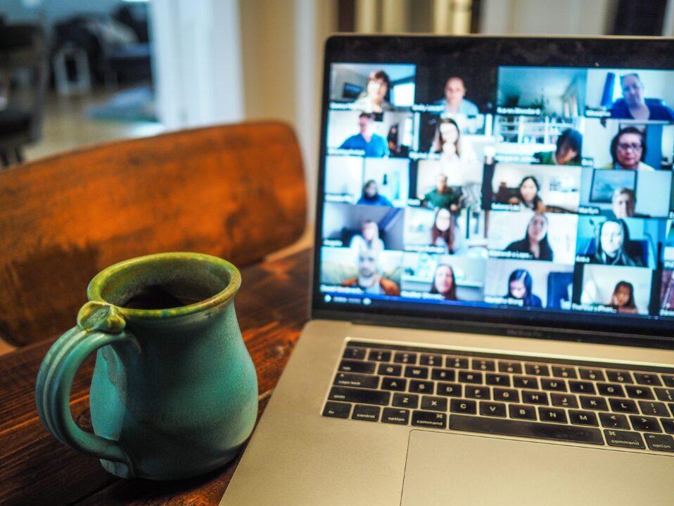 vidéoconférence café télétravail